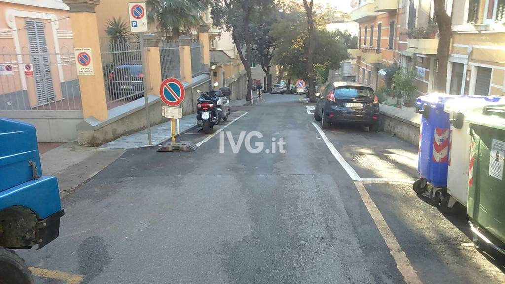 Via Montegrappa a Savona ripulita da detriti e fogliame