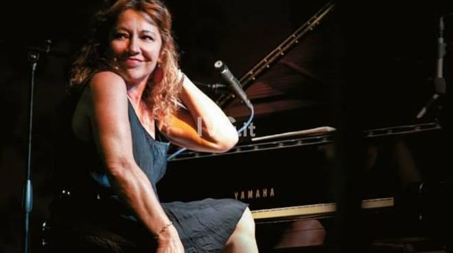 Sabato sera al Circolo Chapeau Famagosta di Savona: JazzNight@Chapeau con Laura Fedele