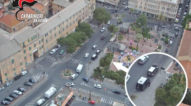 Controlli carabinieri Albenga piazza del Popolo