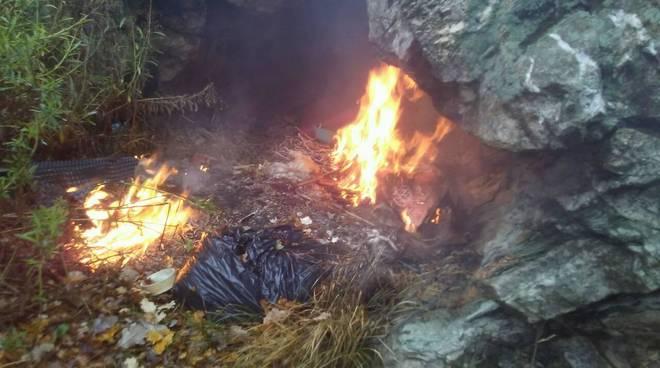 Incendio spazzatura toirano