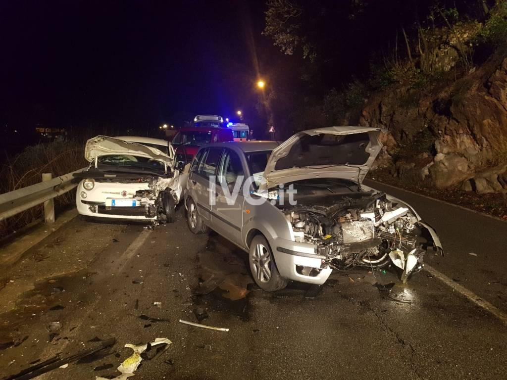 Finale Ligure, scontro frontale tra auto in via Caprazoppa