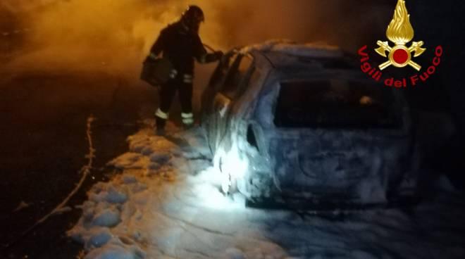 incendio auto lumarzo