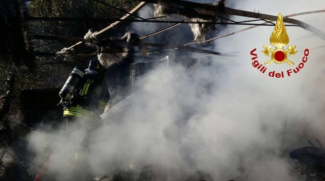 incendio rudere casa