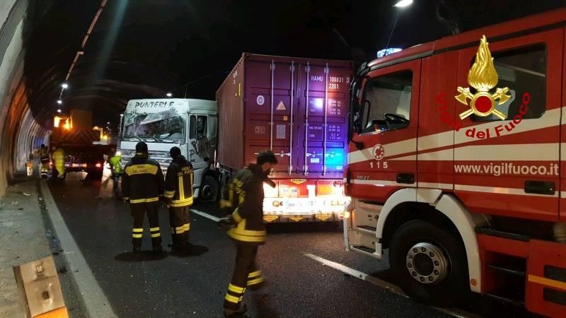 Doppio incidente su A10 e A26: autostrade chiuse e traffico in tilt