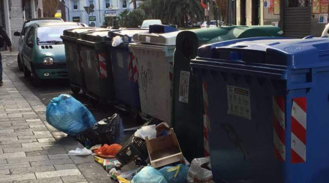 Savona, raccolta rifiuti ancora sotto accusa