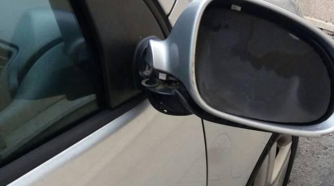 specchietti danneggiati