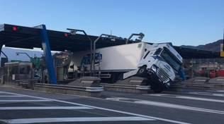 camion di traverso