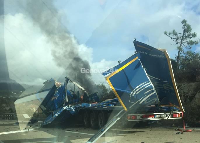 camion incidente varazze