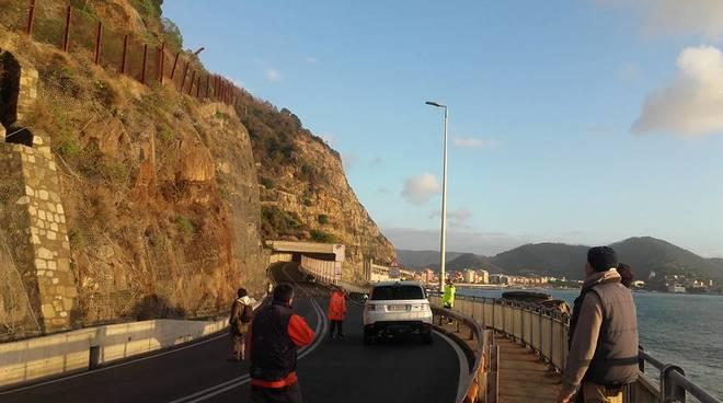 Frana su Aurelia, chiusa la strada fra Lavagna e Sestri Levante