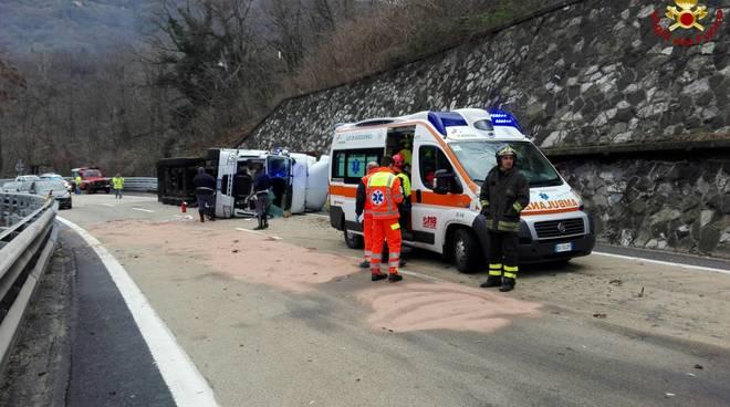 Elicottero Incidente : A tir si ribalta su corsia di sorpasso autista