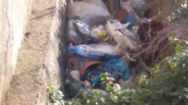 rifiuti discarica rollo