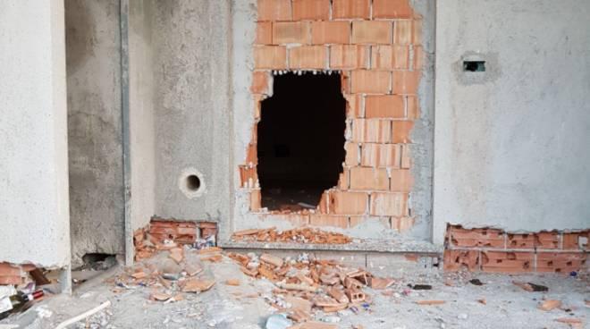via carloforte muro sfondato