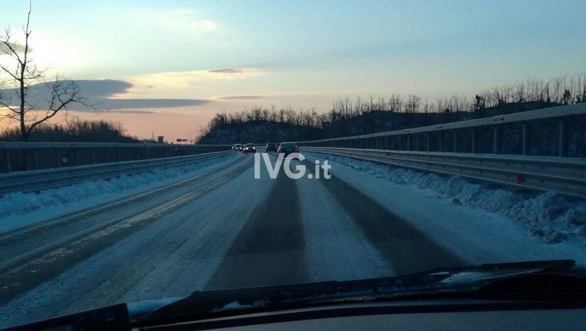 freddo ghiaccio gelo strada ghiacciata neve