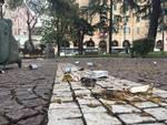 Sporcizia e degrado ai giardini di piazza del Popolo