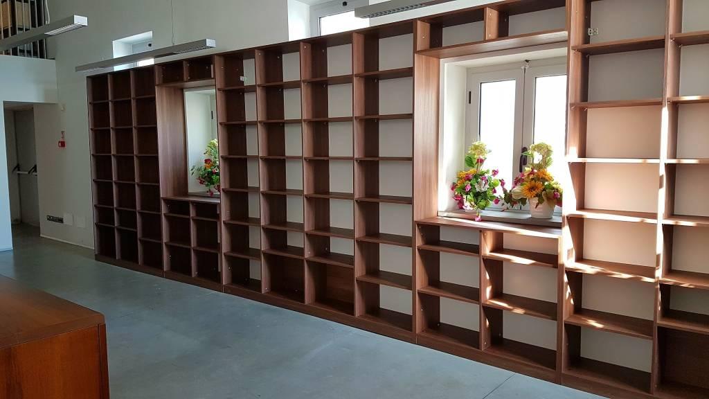Biblioteca Civica Loano Scaffali