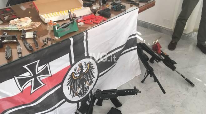 armi bandiera tedesca guardia di finanza