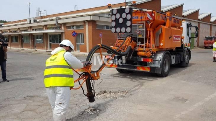 Dopo la pioggia ecco le buche: la tecnologia per ripararle è italiana, ma non si usa