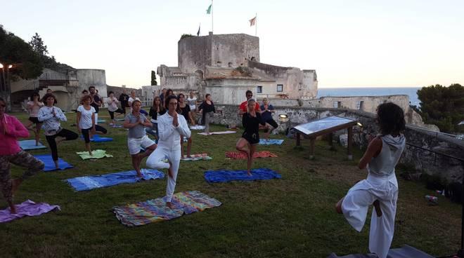Holistic yoga fest
