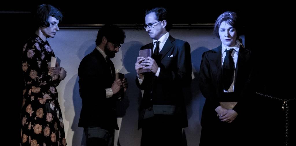 In fondo a destra spettacolo teatrale Bebo Storti Cattivi Maestri