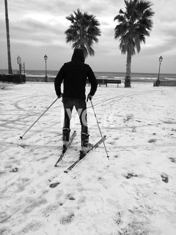 Marzo 2018, a Laigueglia si va in passeggiata con gli sci