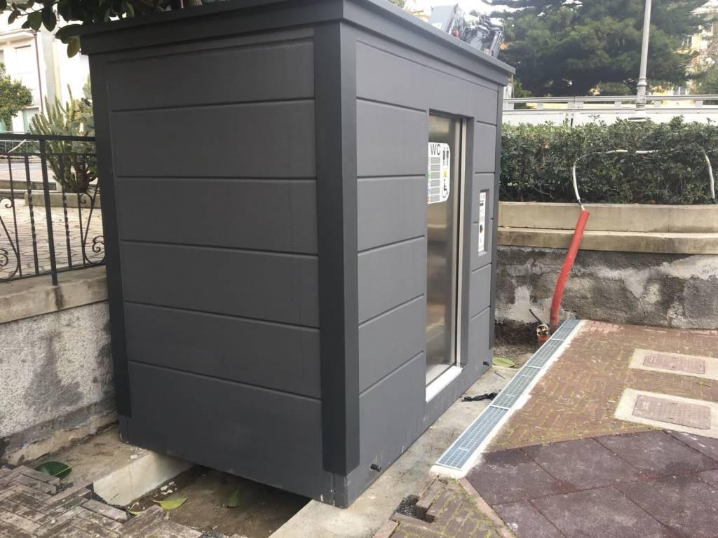 Alassio, nuovo bagno pubblico anti-vandali nei Giardini Charlie ...