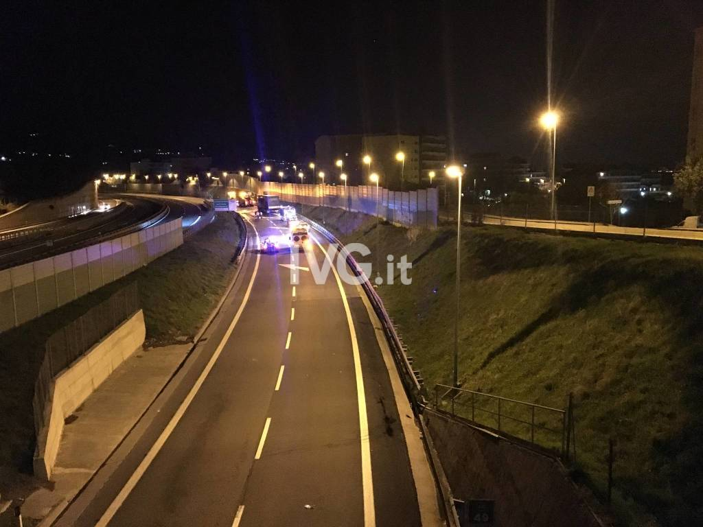 Savona, camion a fuoco in autostrada