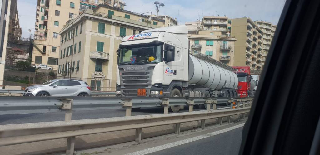 Sciopero porto camion