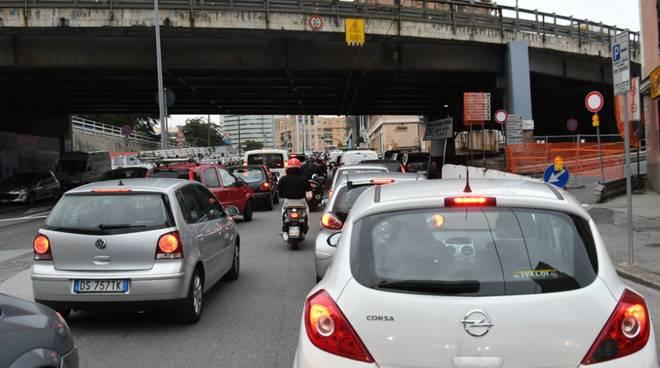 Genova, rampa della Sopraelevata chiusa: traffico difficile a Sampierdarena