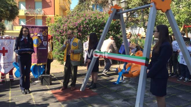 Altalena disabili piazza Stalla Alassio