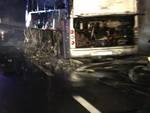Autobus in fiamme in galleria sulla A10