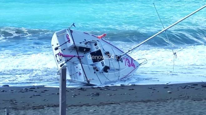 barca deriva spiaggiata