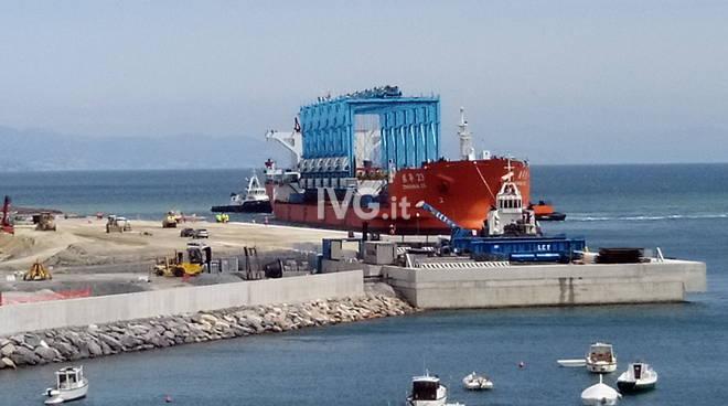 Prima nave approda nuova piattaforma maersk portovado.