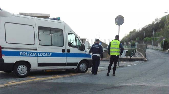 Controlli polizia municipale Pietra Ligure