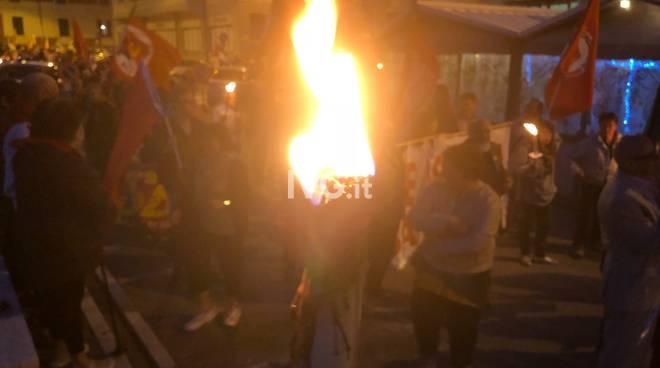 fiaccolata 24aprile 25aprile liberazione resistenza piazza martiri
