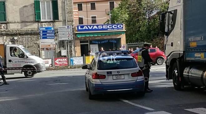 Albisola - Donna travolta e uccisa da un Tir in corso Mazzini