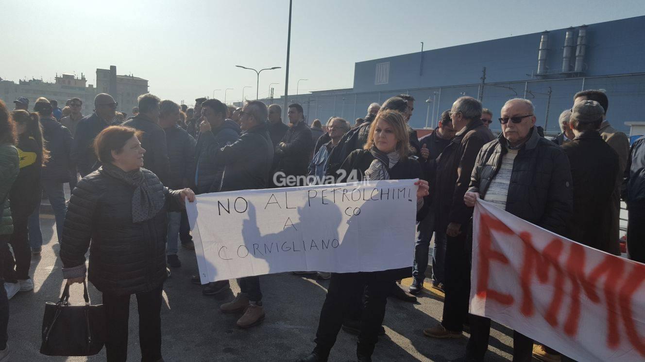 Manifestazione no al Petrolchimico a Cornigliano