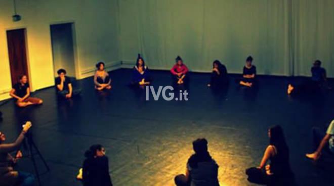 """Domani sera ai Cattivi Maestri di Savona: \""""Lavoro fisico per attori\"""", workshop con Anna Dego"""