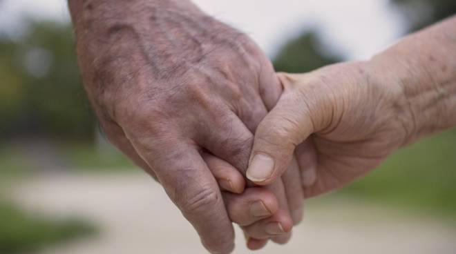 coppia per mano