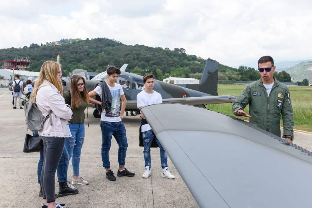 Gli studenti a scuola di cultura aeronautica