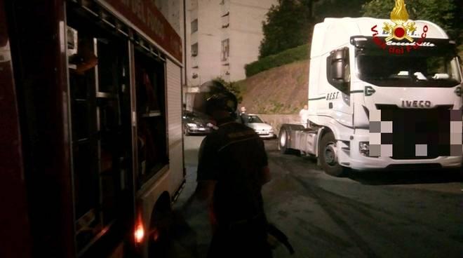 Incendio camion via vittorini