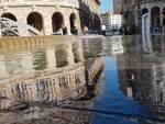 La fontana di De Ferrari straripa sulla piazza