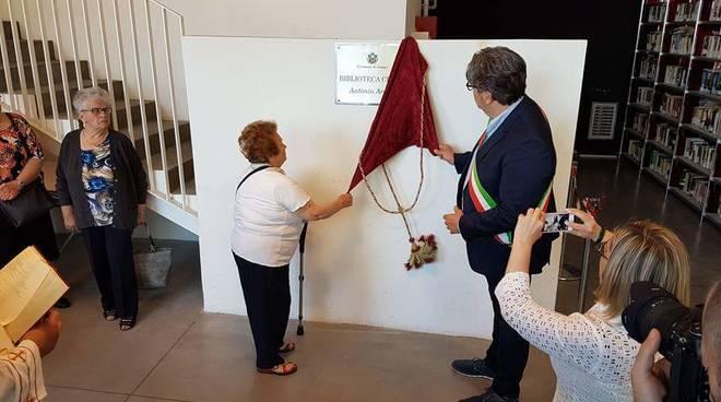 Loano, la cerimonia di intitolazione della biblioteca al prof Arecco