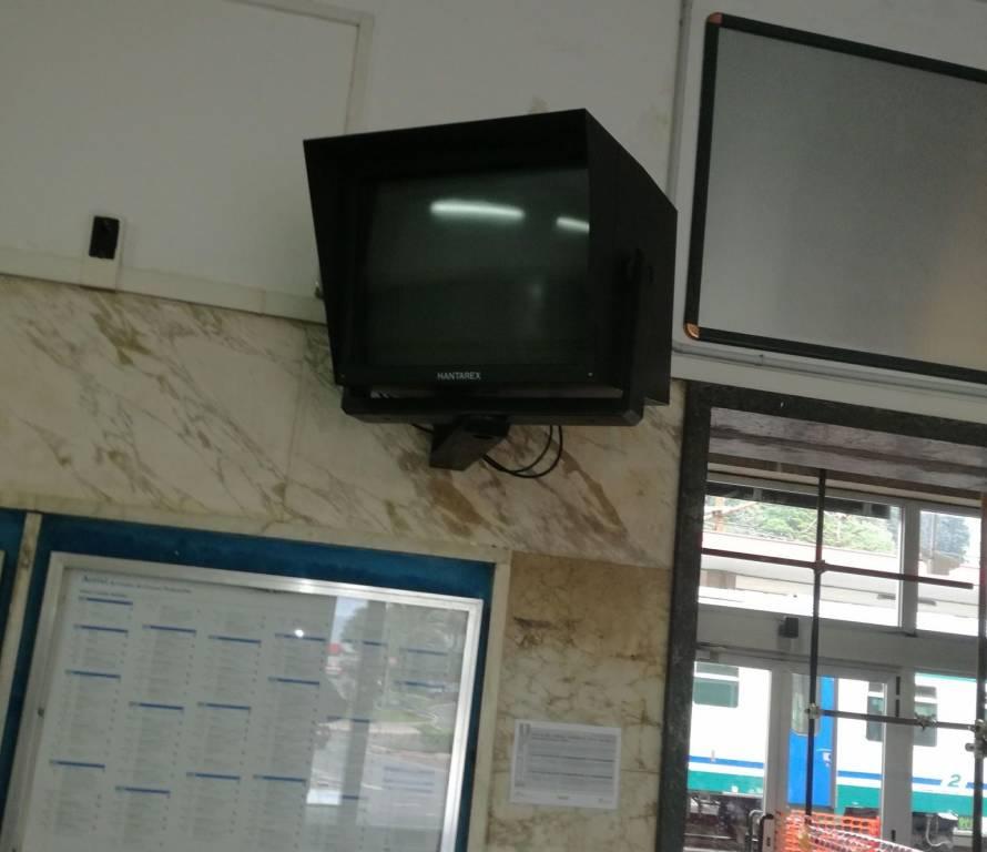monitor spento stazione