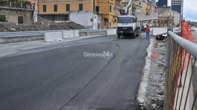 Proseguono i lavori in Lungomare Canepa a Genova Sampierdarena tra Degrado e proteste .