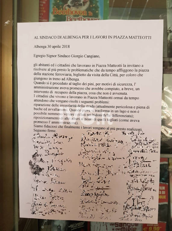 Raccolta firme piazza Matteotti Albenga