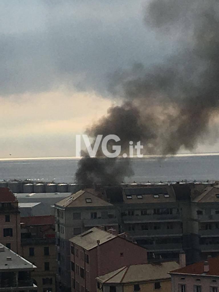 Savona, sospetto incendio in appartamento in via dei Calafati