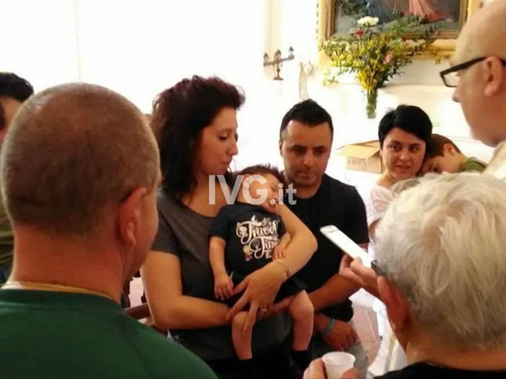 Thomas è il primo bambino ad essere battezzato a San Pietrino a Boissano