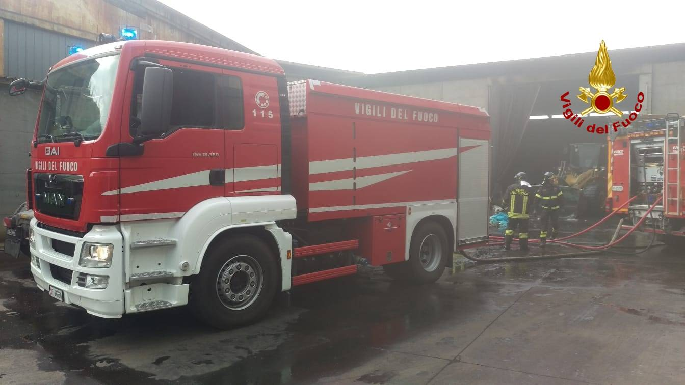 Trattore di un camion prende fuoco ad Altare