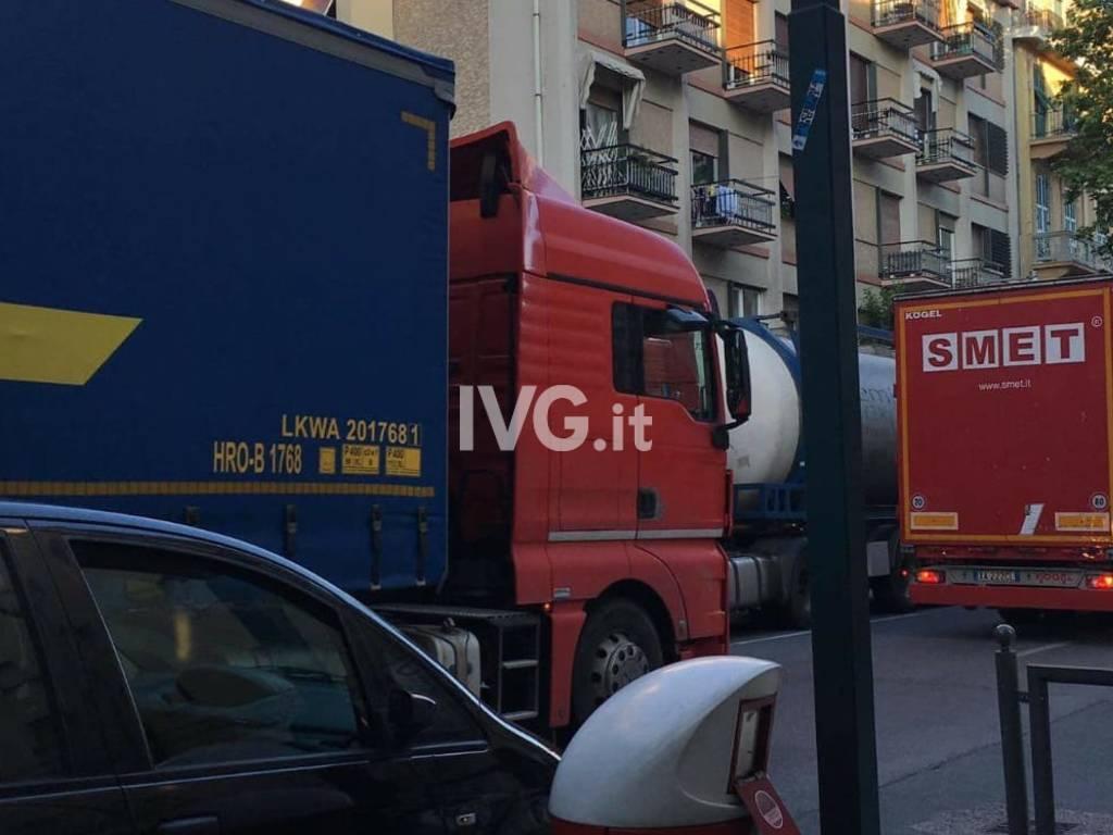 camion tir traffico aurelia albisola