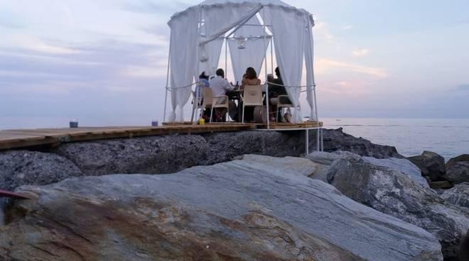 """Arenzano, aspettando il tramonto al Marina Grande con \""""Weird Sunset Party\"""""""